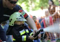 Gyereknap a tűzoltóságokon: nyitott szertárkapuk